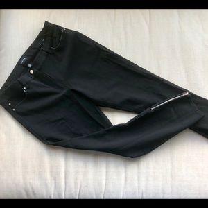 NWOT  WHBM Black Ponte Skinny Pant.